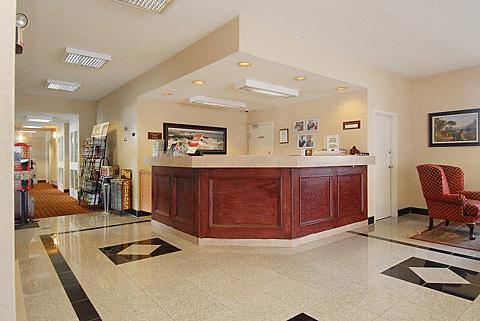 Klik hier om meer foto's van Niagara Lodge & Suites te bekijken