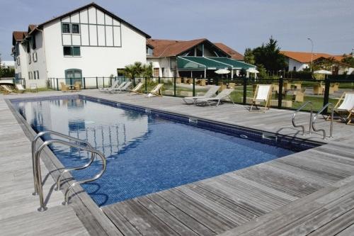 Klik hier om meer foto's van Hotel Donibane te bekijken