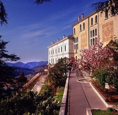Klik hier om meer foto's van CastelBrando te bekijken